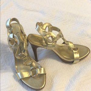 Platinum? Sandal high heels.